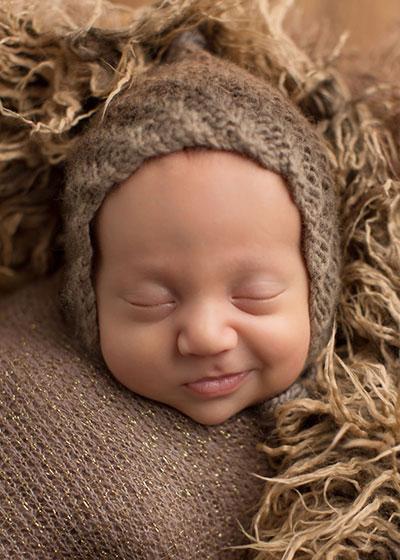 ทารกยิ้ม