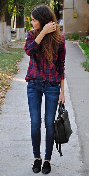 รองเท้า Oxford สีดำ หัวกากเพชร Massimo Dutti, เสื้อเชิ้ตลายสก๊อต สีแดงสีน้ำเงิน, กางเกงยีนส์ Mango, กระเป๋า Zara