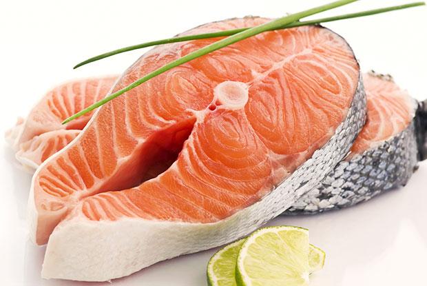 วิธีดูแลผิวไม่ให้เป็นสิว กินกรดไขมันโอเมก้า 3 น้ำมันปลา