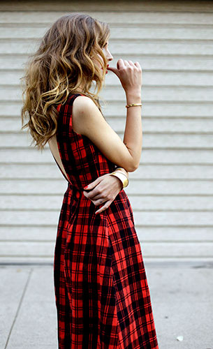 เดรสลายสก็อต สีแดงสีดำ Stylekeepers, รองเท้า สีดำ Givenchy, กำไล Stroili