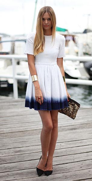 เดรสสั้นไล่สี ขาวน้ำเงิน The Iconic, รองเท้าส้นสูง Zara, กระเป๋า Zara, กำไล Asos, แหวน Asos, YSL