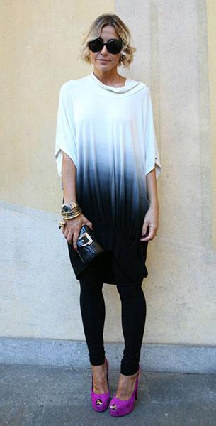 เสื้อยืดไล่เฉดสี ขาวน้ำเงิน, กางเกงสีดำ, รองเท้าสีชมพู, Milan Fashion Week