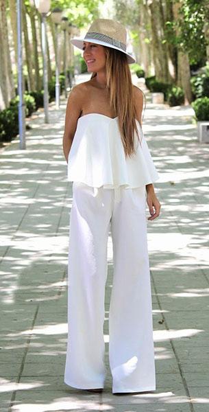 เสื้อเกาะอกสีขาว Zara, กางเกงสีขาว STR, หมวก Zara