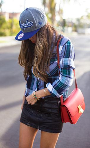 เสื้อเชิ้ตลายสก็อต สีม่วงสีเขียน Rails, กระโปรงหนัง Diesel, รองเท้าบู๊ท Saint Laurent, กระเป๋า Celine, กำไล Vita Fede