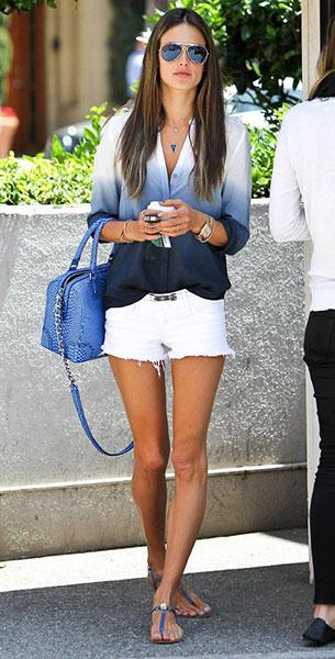 เสื้อเชิ้ต Ombre สีขาวสีน้ำเงิน Two by Vince, กางเกงขาสั้น สีขาว Black Orchid, Alessandra Ambrosio, Coachella Festival 2013
