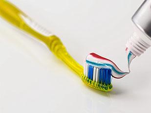 แปรงฟันผิดวิธี