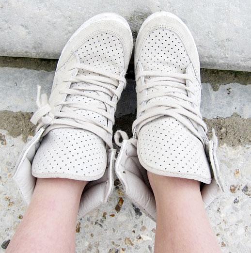 แหกกฎแฟชั่น รองเท้าผ้าใบไม่จำเป็นต้องใส่ไปออกกำลังกายเท่านั้น