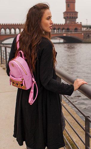 กระเป๋าเป้ผู้หญิ MCM สีชมพู