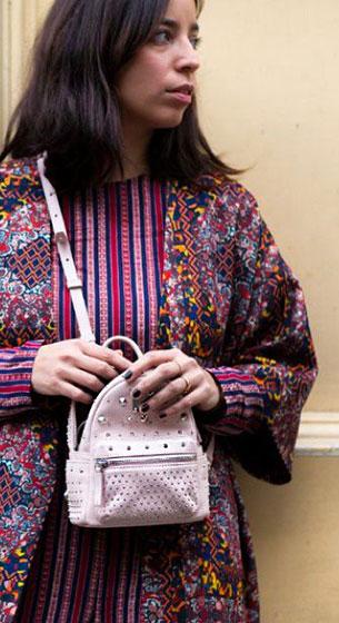 กระเป๋าเป้เล็ก สีชมพู หมุดสีเงิน