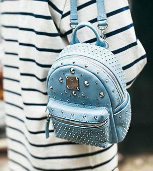 กระเป๋า MCM สีฟ้าอ่อน, หมุดสีเงิน