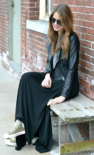 กระโปรง Maxi สีดำ Urban Outfitters, รองเท้าผ้าใบ Converse, เสื้อกล้าม Urban Outfitters, แจ็คเก็ตหนัง Bar III