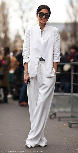 ชุดสีขาว