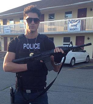 นิค เบทแมน ชุดตำรวจ