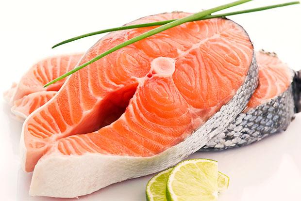 ปลาแซลมอนเลี้ยงอาจทำให้เป็นมะเร็งได้