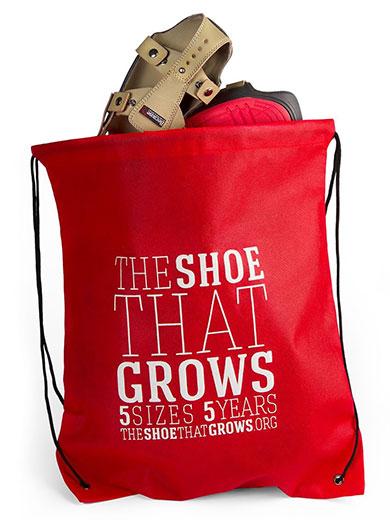 รองเท้าเพื่อเด็กยากไร้พร้อมถุงอเนกประสงค์
