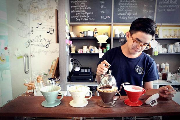ร้านกาแฟตลอดแนวรถไฟฟ้า