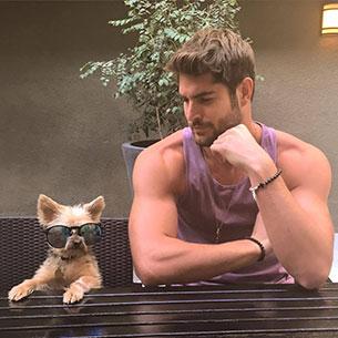 หนุ่มฮอตในอินสตาแกรมกับสุนัข