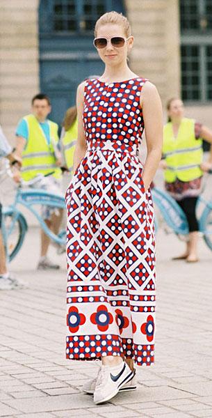 เดรสยาวลาย, รองเท้าผ้าใบ Nike,  Vika Gazinskaya, Paris Couture Fashion Week Autumn Winter 2012 13