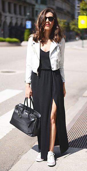 เดรสยาวสีดำ Ivyrevel, รองเท้าผ้าใบ Converse, แจ็คเก็ต Levi's, กระเป๋า Lolita Blue