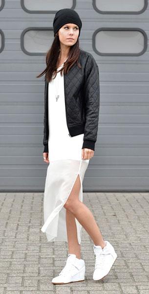 เดรสยาว สีขาว Yep Collection, รองเท้าผ้าใบ Nike, แจ็คเก็ต Issue 1.3, หมวก COS, สร้อยคอ Fashionology