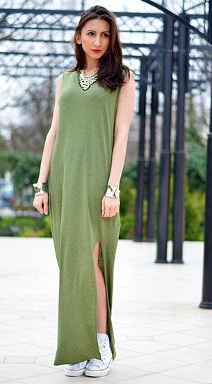 เดรส Maxi สีเขียว H&M, รองเท้าผ้าใบ Converse, สร้อยคอ H&M, กำไล New Yorker