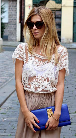 เสื้อลายลูกไม้สีขาว Sheinside, กางเกงขาบาน Zara, กระเป๋า Vince Camuto, แว่นตากันแดด Celine