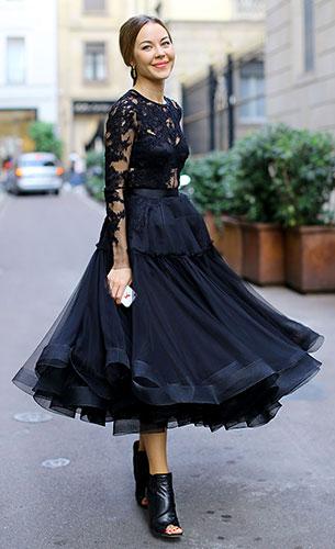 เสื้อลายลูกไม้สีดำ, กระโปรงสีดำ, Ulyana Sergeeko