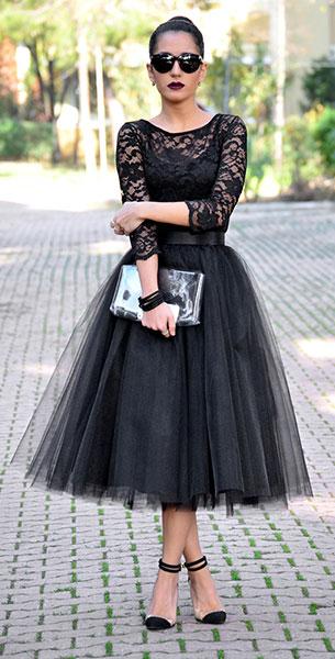 เสื้อลายลูกไม้สีดำ Jane Norman, กระโปรงสีดำ Ezgi Emrealp, รองเท้า Mecrea.co, กระเป๋า Cotton