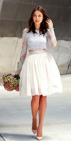 เสื้อลูกไม้สีเทา For Love and Lemons Grace, กระโปรงพอง Needle & Thread, รองเท้า Dolce & Gabbana
