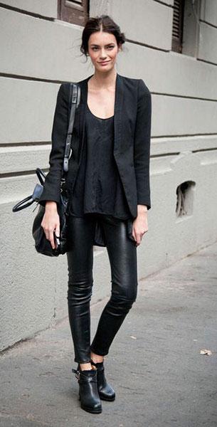 เสื้อสีดำ, เสื้อสูทสีดำ, กางเกงหนังดำ, รองเท้าบู๊ท