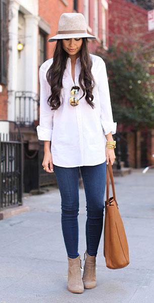 เสื้อเชิ้ตสีขาว Equipment, กางเกงยีนส์ J Brand, รองเท้าบู๊ท Joie, กระเป๋า Cuyana, หมวก Janessa Leone