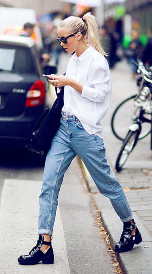 เสื้อเชิ้ตสีขาว JC, กางเกงยีนส์ Topshop, รองเท้า Jeffrey Campbell, กระเป๋า Zara