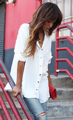 เสื้อเชิ้ตสีขาว Nation LTD, กางเกงยีนส์, รองเท้าสีชมพู Joie, กระเป๋าคลัทช์ JJ. Winters