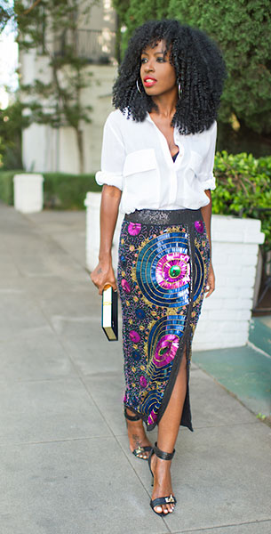 เสื้อเชิ้ตสีขาว Zara, กระโปรงลายดอกไม้ปักเลื่อม Virgo's Lounge, รองเท้า Givenchy, กระเป๋า Olympia Le Tan