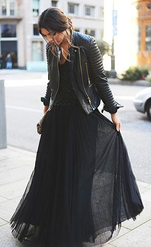 เสื้อแขนกุดปักเลื่อม Zara, กระโปรงสีดำ Mango, แจ็คเก็ตหนัง Mango, รองเท้าบู๊ท Zara, กระเป๋า Uterqüe