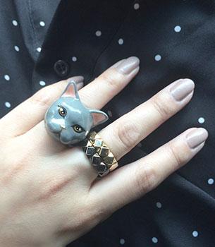 แหวนรูปแมว สีเทา