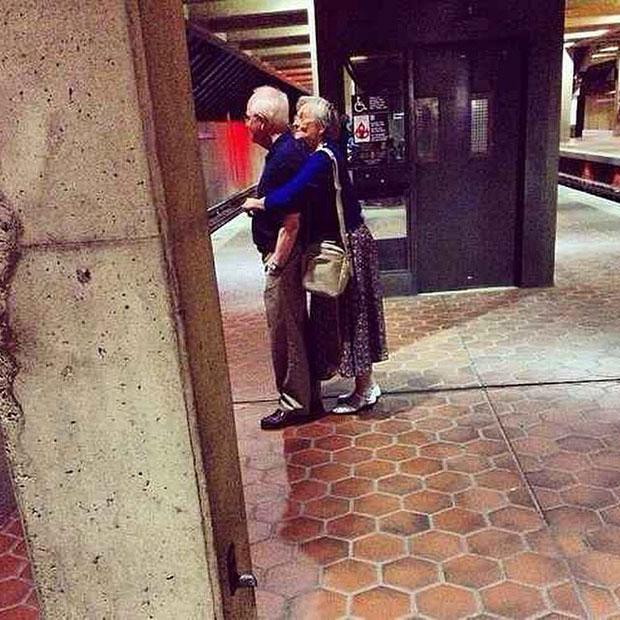 ภาพคู่รักสูงอายุหวานๆ