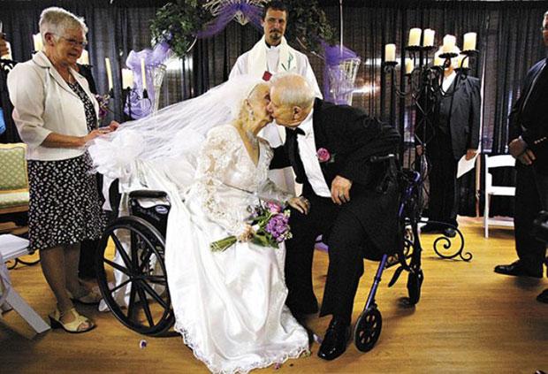 ภาพคู่แต่งงานสูงอายุ
