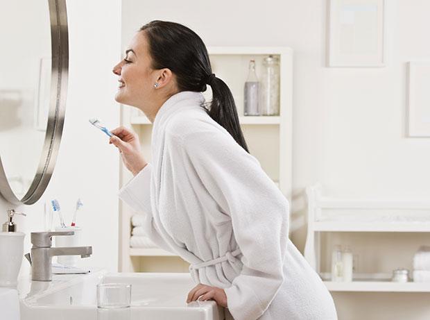 สาวๆควรแปรงฟันให้สะอาดก่อนนอน
