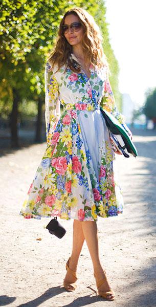 เดรสลายปริ้นท์ดอกไม้ Vintage, รองเท้าส้นสูง, กระเป๋าคลัทช์สีเขียว