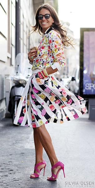 เสื้อลายปริ้นท์ดอกไม้, กระโปรงบานลายปริ้นท์ดอกไม้, รองเท้าส้นสูงสีชมพู
