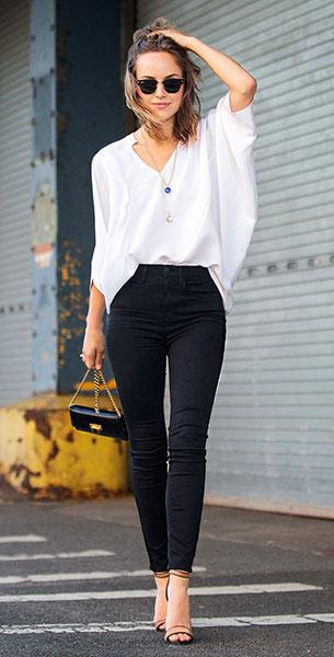 เสื้อสีขาว AYR, กางเกงสีดำ AYR, รองเท้า Club Monaco, แว่นตากันแดด Ray Ban