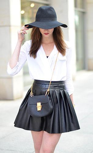 เสื้อสีขาว Sheinside, กระเป๋าหนังบานสั้น Zara, รองเท้าส้นสูง Kurt Geiger, กระเป๋า Chloe, หมวก Choies