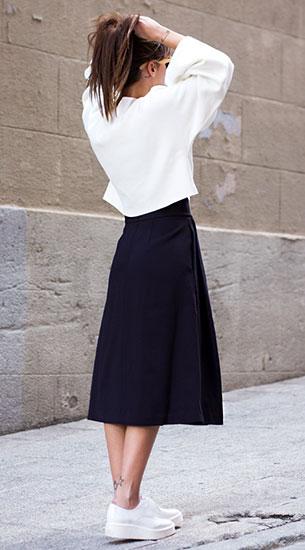 กระโปรง Midi สีดำ Zara, เสื้อสีขาว Zara