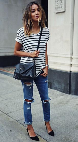 กางเกงยีนส์ขาดๆ Current Elliot, เสื้อยืดลายขวางสีขาวดำ Anine Bing, รองเท้า M. Gemi, กระเป๋า Balenciaga