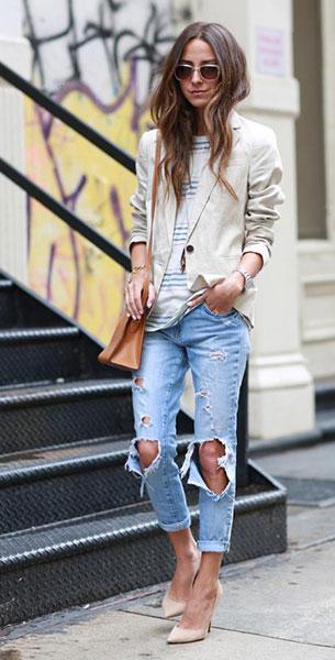 กางเกงยีนส์ขาดๆ Wildfox, เสื้อสูทสีขาว Zara, เสื้อยืดลายขวาง Splendid, รองเท้า  Jimmy Choo, กระเป๋า Hermes