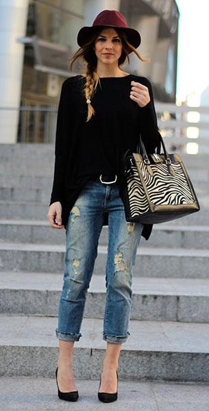 กางเกงยีนส์ขาดๆ Zara, สเว็ตเตอร์ Nina Kendosa París, กระเป๋า Hago, หมวกสีเลือดหมู Coosy