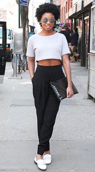 กางเกง Harem สีดำ, เสื้่อครอปสีขาว, รองเท้าสีขาว