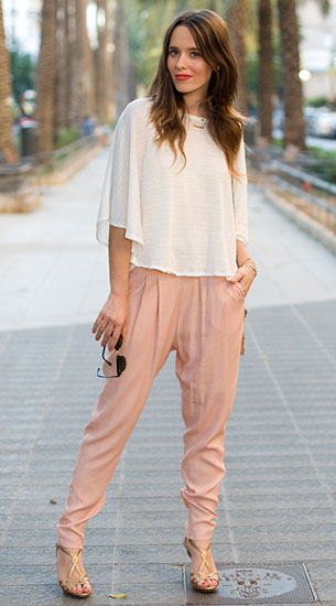 กางเกง Harem สีนู้ด Mango, เสื้อสีขาว Zara, รองเท้า Pura López, กระเป๋า Sfera