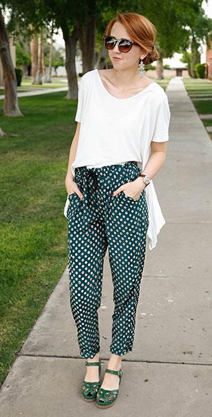 กางเกง Harem สีเขียวลายจุด Oasap, เสื้อครอปสีขาว Nasty Gal, รองเท้า Frances, นาฬิกา Urban Outfitters